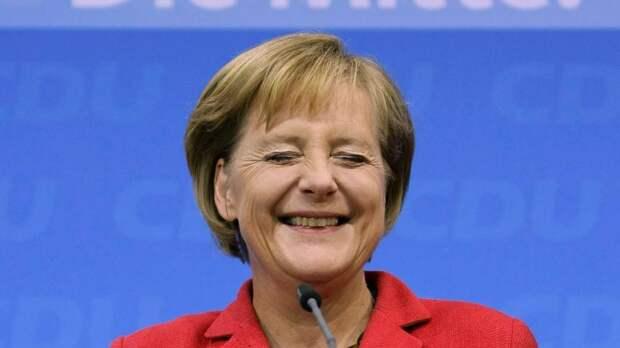 Украинский посол призвал Меркель разорвать отношения сРоссией