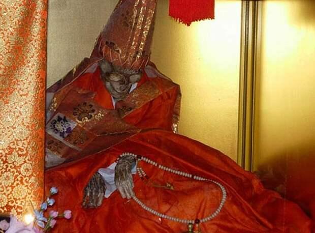 Sokushinbutsu-ancient-japanese-monks