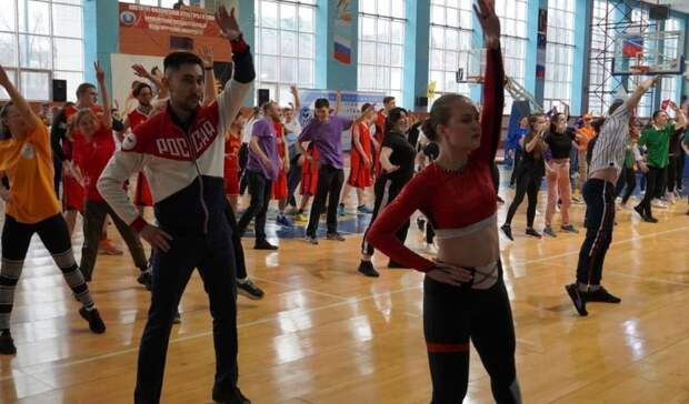 """Во Всемирный день здоровья оренбуржцы приняли участие в акции """"Зарядка для жизни"""""""