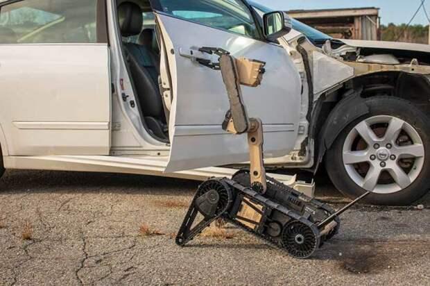 Мобильный робот FLIR Scorpion поможет справиться со сложными ситуациями. /Фото: flir.com