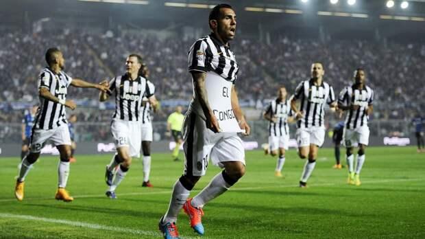Карлос Тевес («Ювентус») отмечает гол в ворота «Аталанты»