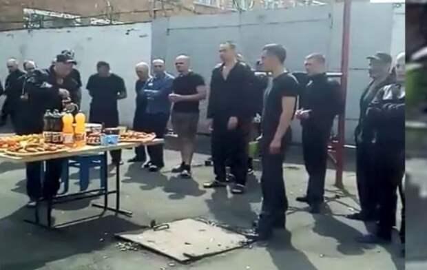 Начальника орловской колонии уволят после видео с пасхальным банкетом заключенных