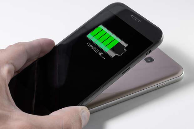 Названа опасность беспроводной зарядки для смартфона