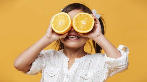Врач-диетолог Перевалова порекомендовала есть апельсины с кожурой