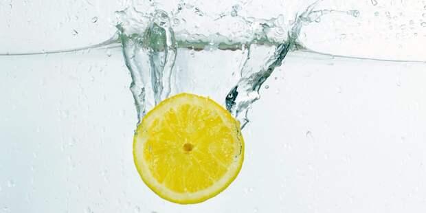 Семь причин пить воду с лимоном по утрам