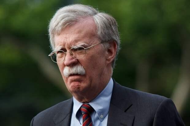 Болтон рассказал, что мешает наладить отношения США и России