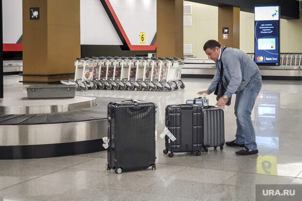 Зал ожидания аэропорта «Кольцово». Екатеринбург, аэропорт, чемоданы, туризм, ожидание, багаж, пассажиры, зал прилета, погрузка, выдача багажа, шереметьево, багажное отделение, туристы, транспортер, терминал B, транспортная лента, терминал б