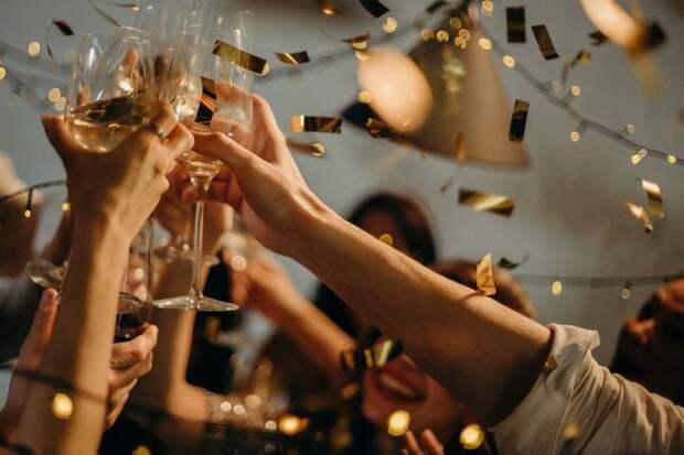 Как составить сценарий новогодней ночи 2021 для дома, чтобы всем гостям было весело и интересно
