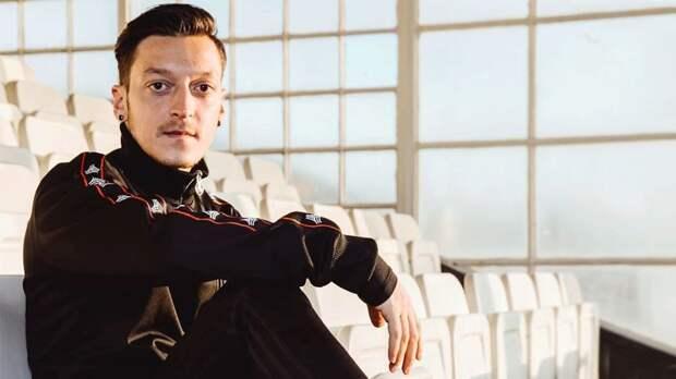 Озил: «Надеюсь, буду с честью носить футболку «Фенербахче» и помогать команде»