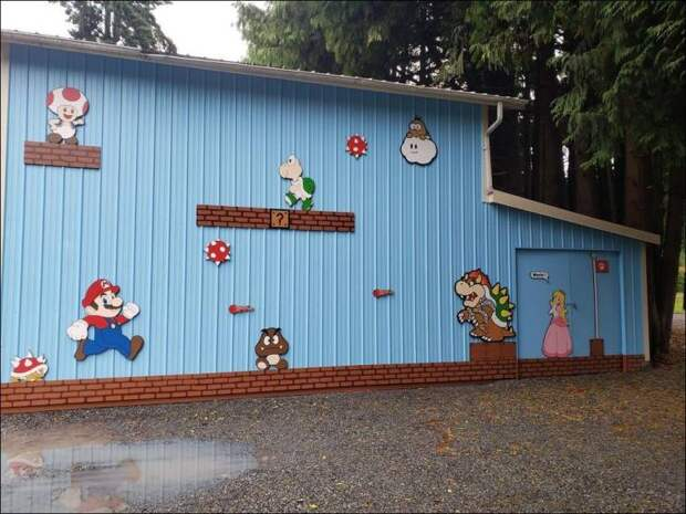 Марио на стене
