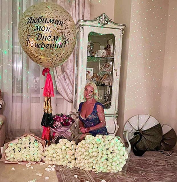 Бузова, Волочкова, Пескова и другие звезды, заинтриговавшие общественность новостями о своей свадьбе