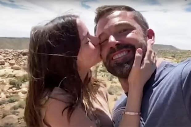 Бен Аффлек и Ана де Армас вместе снялись в клипе рэпера Residente