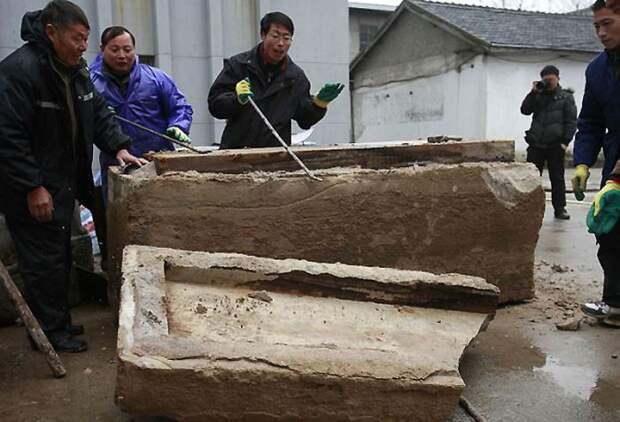 Рабочие в Китае нашли под землей саркофаг возрастом несколько тысяч лет