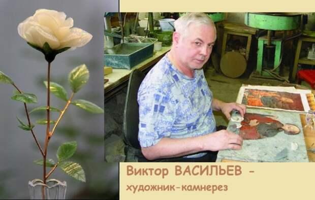 Виктор Михайлович Васильев - нижнетагильский художник-камнерез в своей художественной мастерской.