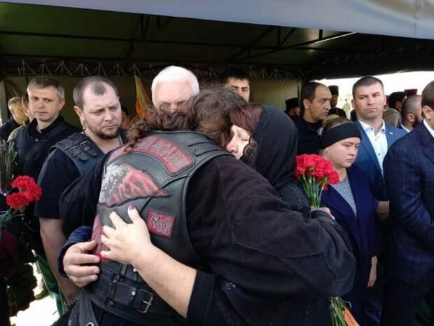 Хирург обнял родителей Захарченко и произнёс главные слова
