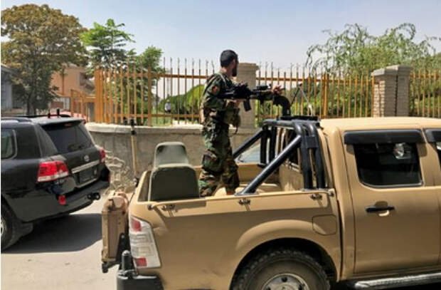 Талибы заявили о полном контроле над Кабулом