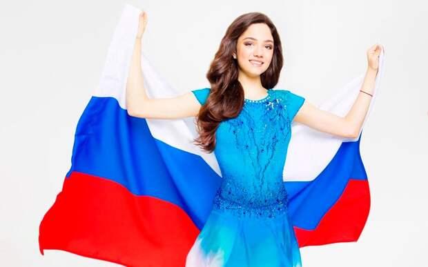 «Пусть внашей стране всегда будут мир ивзаимопонимание». Медведева поздравила соотечественников сДнем России