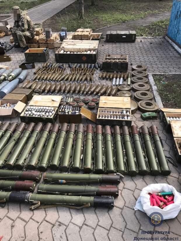 На подконтрольной Киеву территории ДНР нашли большой склад оружия