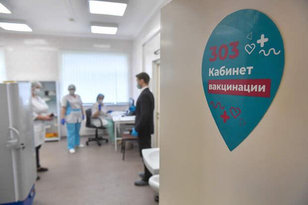 Власти Москвы поддержали идею отстранения непривитых сотрудников от работы