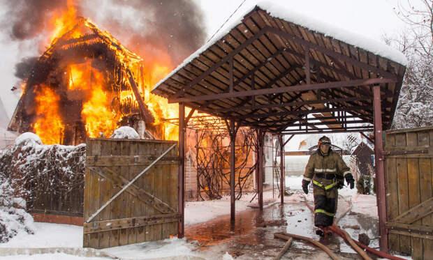 Дом сгорел. Как жить? На что могут рассчитывать погорельцы в Архангельской области