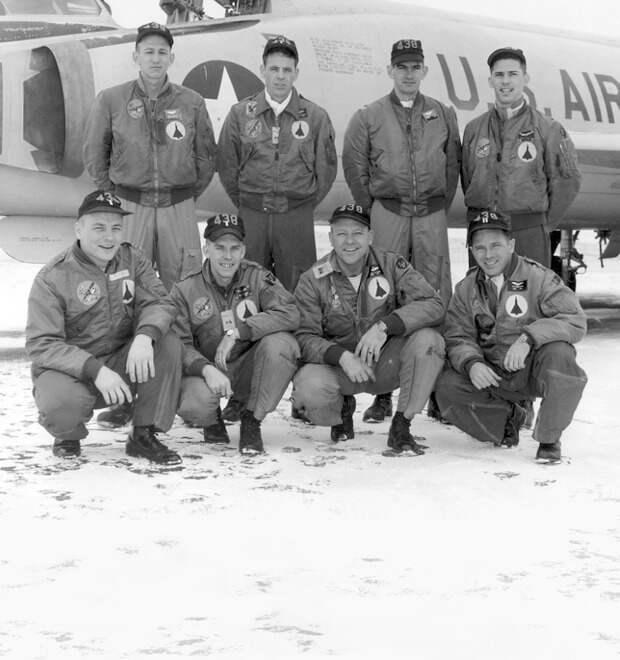 Бомберы и куртки пилотов: Кто их придумал и как их носить — Стиль на FURFUR