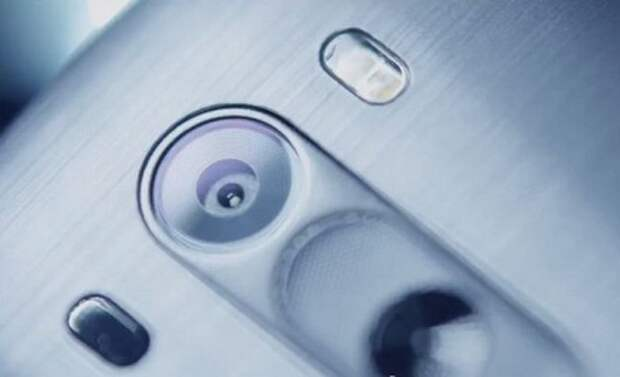 Смартфон LG с беспроводной зарядкой представлен в России