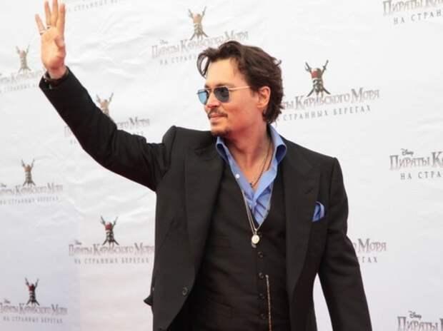 Джонни Депп записал видеообращение к россиянам на русском языке