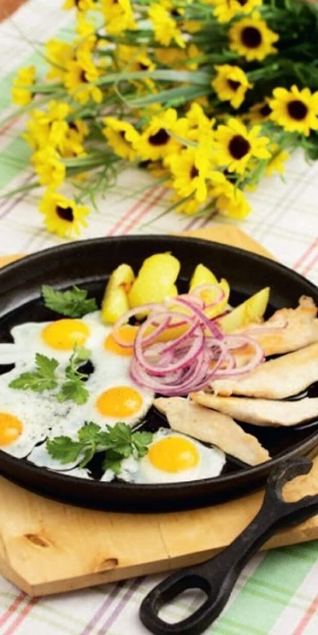 5 завтраков за 10 минут  - Глазунья из перепелиных яиц с куриным филе и картофелем - Портал Домашний