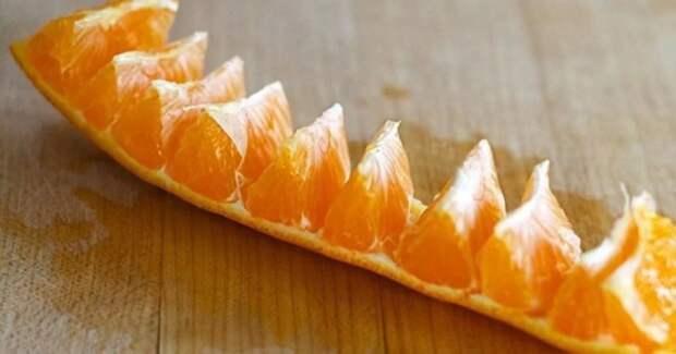 Нарезать апельсин можно не только красиво, но еще и удобно. /Фото: quicksilver.scoopwhoop.com