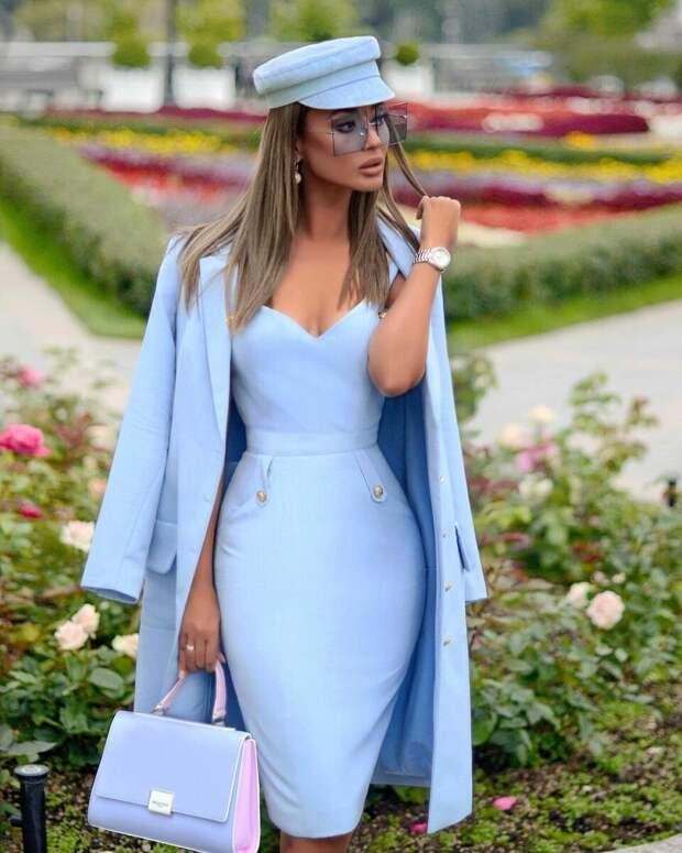 11 модных и совершенных образов в голубом цвете весны 2021