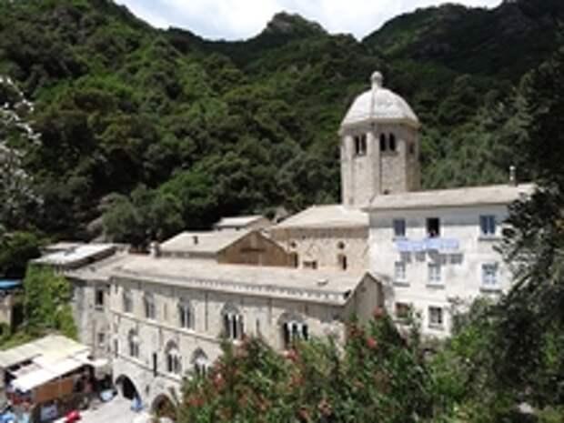 Прекрасное и недоступное аббатство Сан-Фруттуозо в Лигурии: история и как добраться