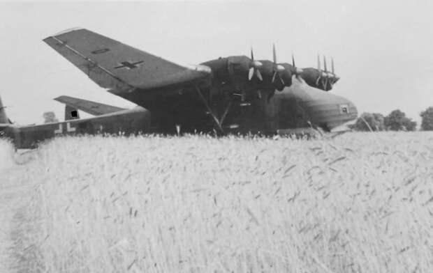 Чудо-оружие Рейха: военно-транспортный самолет Me.323 Gigant Me-323, военно-транспортный, война, гигант, рейх, самолет, чудо-оружие