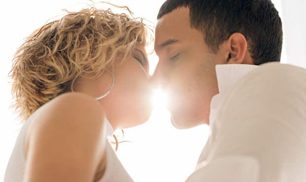 Специалист рассказал, правда ли, что поцелуи полезны для зубов