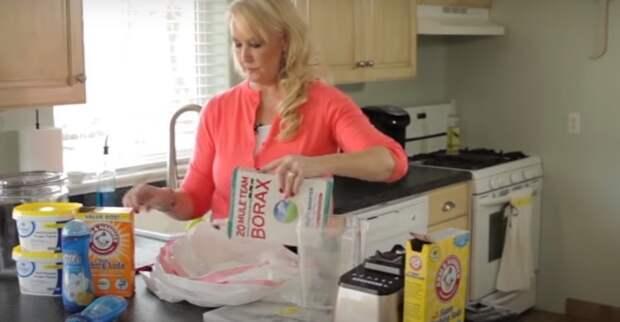 Процесс изготовления домашнего мыла. /Фото: youtube.com