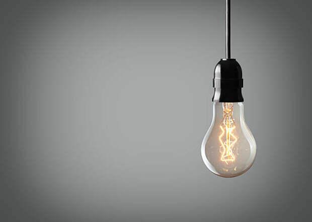 В подъезде дома на Молодцова установили новые лампы