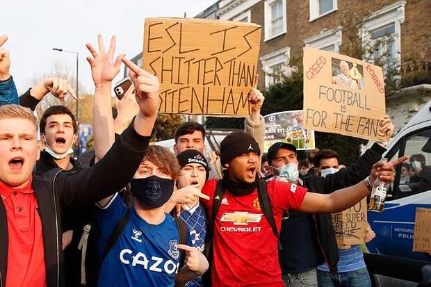 Традиции и история важнее денег: почему болельщики уничтожили футбольную Суперлигу за несколько часов