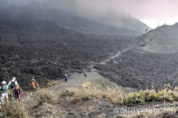 Активный и живой вулкан в Гватемале