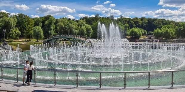 Световые фонтаны приводят в восторг детей и взрослых жителей столицы