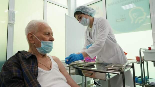 Повторная вакцинация от коронавируса началась в Москве