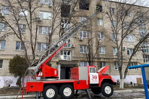 В Армавире при пожаре в многоэтажке эвакуировали 170 человек
