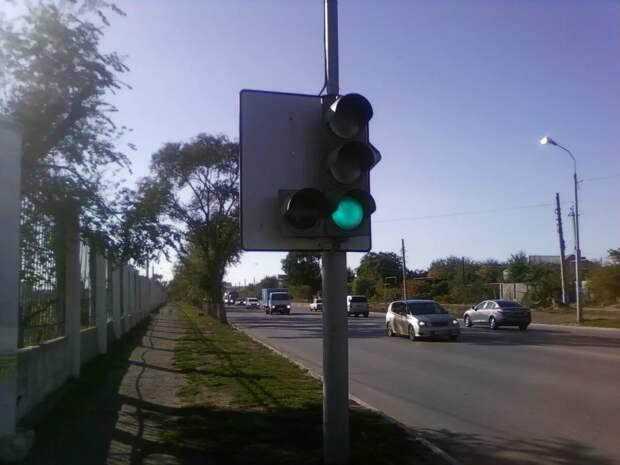 Можно ли выезжать на перекрёсток для поворота, если не горит «стрелка»? Ответ инспектора ГИБДД