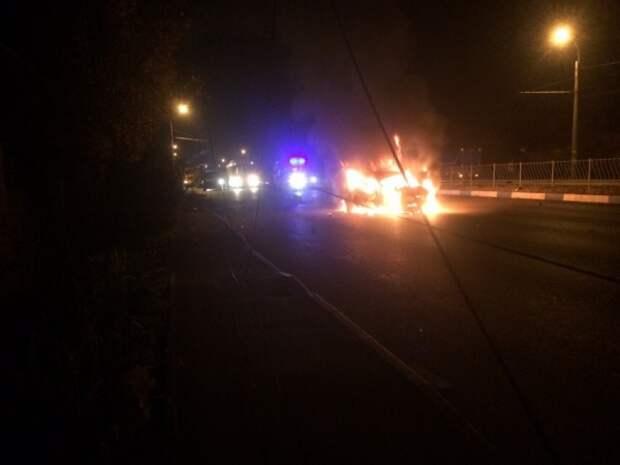 В Крыму ночью горела машина (ЖУТКИЕ ФОТО)
