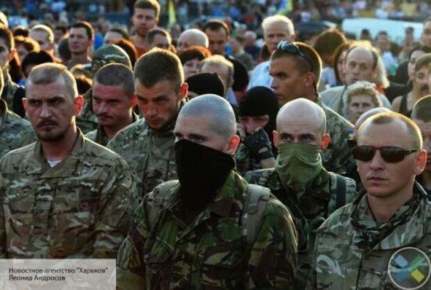 На Украине прекращает работать транспорт: улицы заполонят патрули националистов