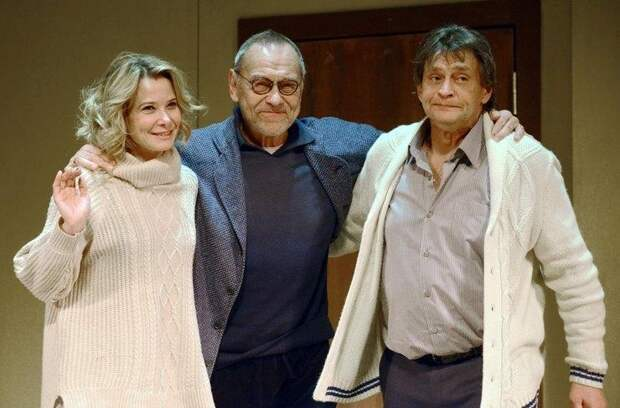Кончаловский знает правду или почему беременность Высоцкой стоила Домогарову места в театре?