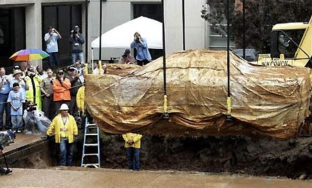 Машина простояла в подземном бункере 50 лет пока ее не нашли