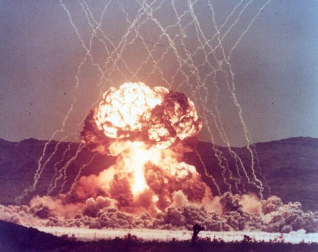 Самый мощный подводный ядерный взрыв, который сняли на видео