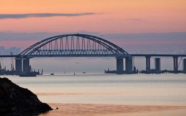 Крымский мост содрогается от такого движения