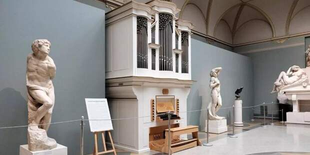 Проект «Московские сезоны дома» пригласил прогуляться по столичным музеям