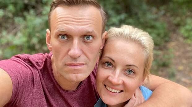 Навальный возвращается в Россию. Что его ждет на родине?