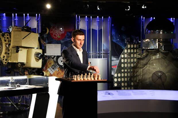 Карякин сыграл в шахматы с космонавтами, которые находились на борту МКС